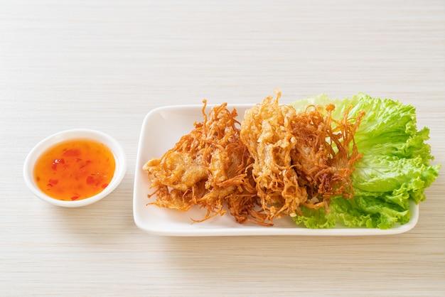 Жареный гриб эноки или гриб золотая игла - веганский и вегетарианский стиль питания