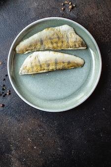 揚げ魚とジャガイモパイクパーチ魚新鮮なシーフード食品有機製品食事スナックコピースペース