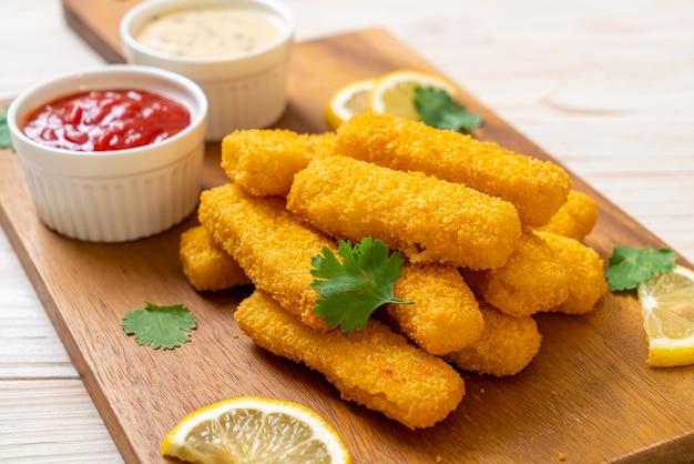 Палочка из жареной рыбы или рыба фри