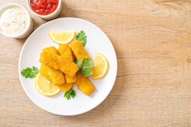 白身魚のフライのタレ添え