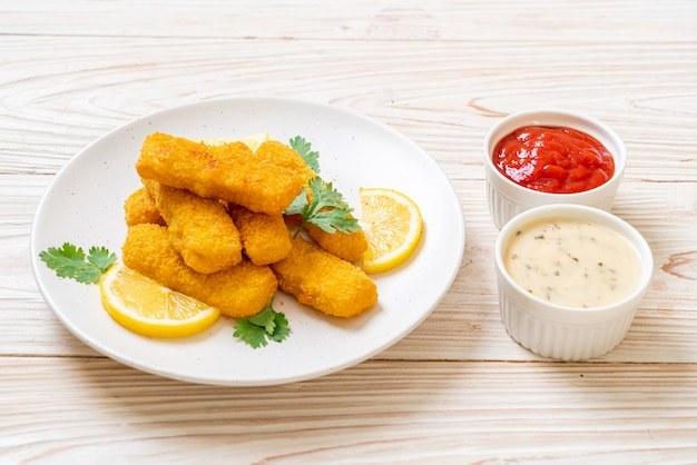 白身魚のフライのソース添え