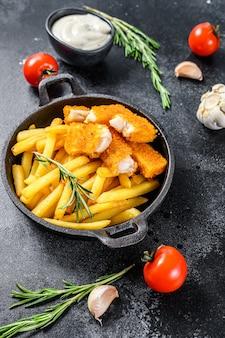 フライドポテトと揚げ魚のスティック