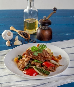 Fried fish with vegetables in black pepper sauce