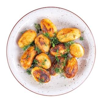 揚げたてのジャガイモとディルを皿に盛り付けました。家庭料理。上面図