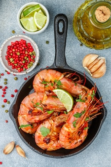 Fried king prawns with garlic, pepper, lime and parsley