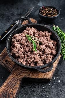 Жареный фарш из говядины на сковороде для приготовления макарон