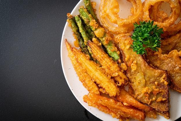 혼합 야채 튀김 (양파, 당근, 아기 옥수수, 호박) 또는 튀김-채식 음식 스타일