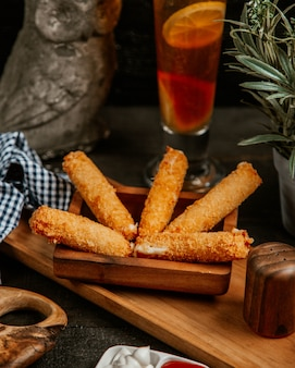 Fried mozzarella sticks with ice tea