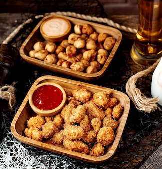 Fried nuggets and fried dushbara with beer