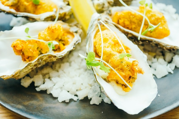 Fried oyster shell with sauce