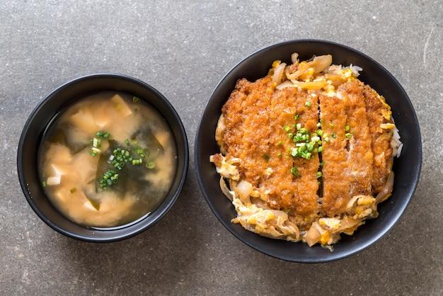 Fried pork cutlet rice bowl (katsudon)