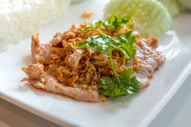 Fried pork with garlic and pepper is one menu of the people who like to eat most of thailand.