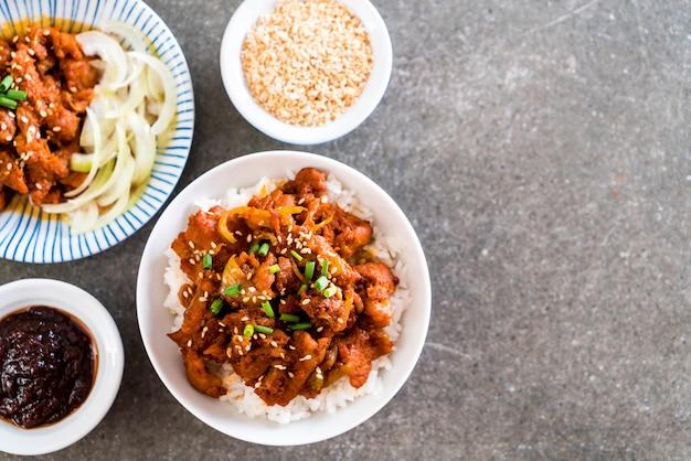 매운 한국 소스 (불고기)와 볶음밥