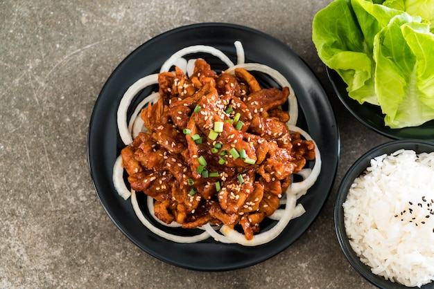 Fried pork with spicy korean sauce (bulgogi)