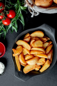 Fried potatoes served with ketchup and mayonnaise