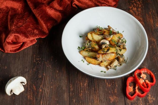 キノコと玉ねぎのフライドポテト