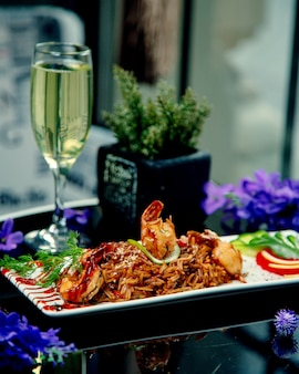 Жареный рис с креветками и соусом терияки