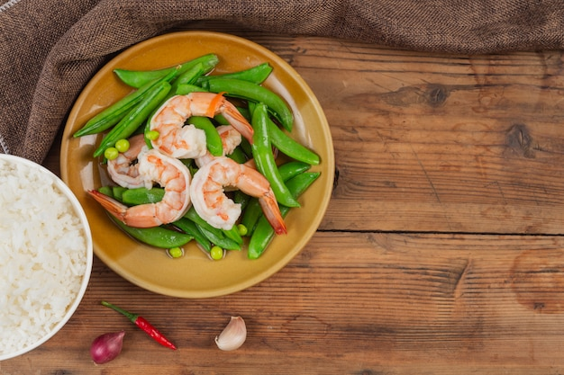 Fried prawns with fried peas and green peas.