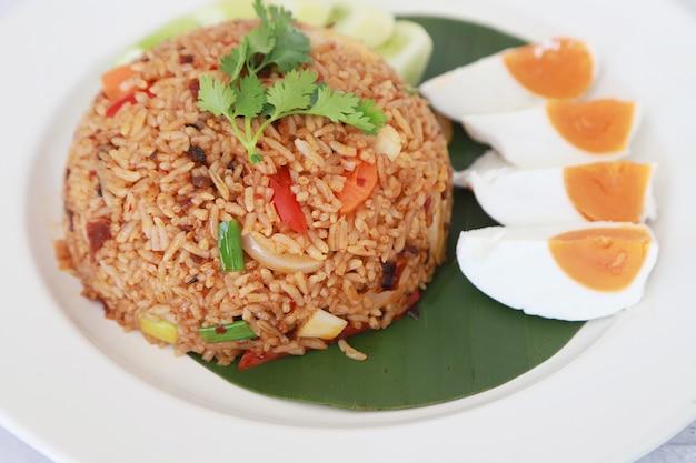 고추와 소금에 절인 계란 볶음밥 아시아 음식 볶음밥 타 스타일
