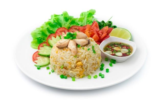 Жареный рис с крабом и яйцами тайская и азиатская кухня