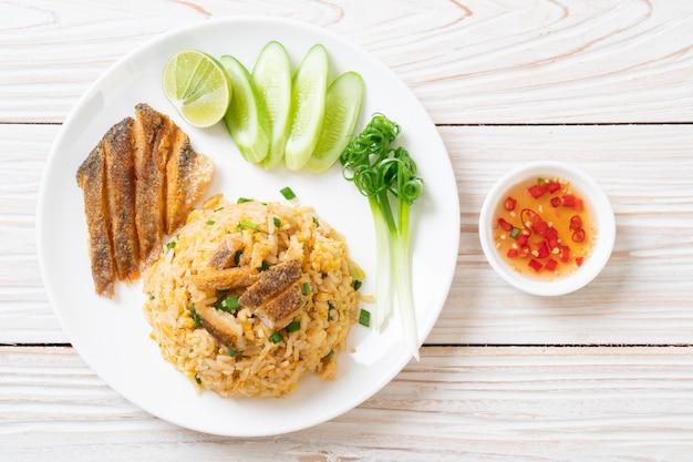 Fried rice with crispy gourami fish