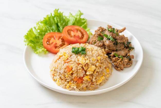 Жареный рис со свининой на гриле