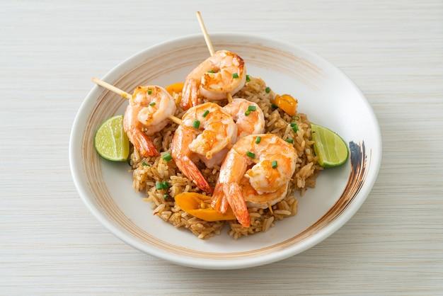 Жареный рис с креветками или шашлык из креветок