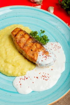 Fried salmon with mashed potatoes