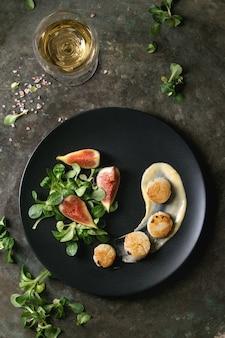Жареные морские гребешки с масляным соусом
