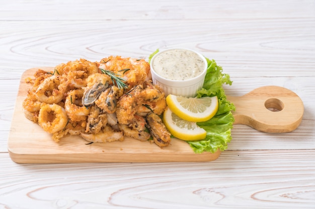 Fried seafood (squids, shrimps, mussels) with sauce