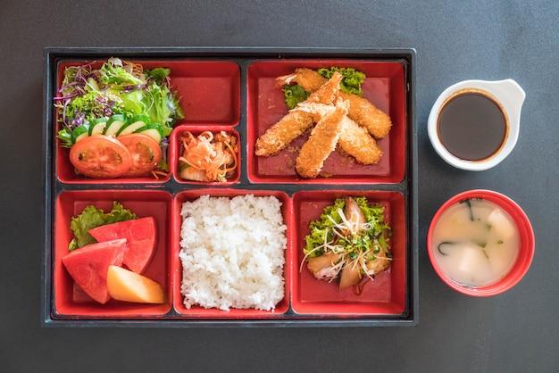 Fried shrimp in bento set