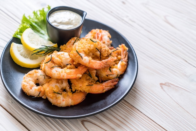 Fried shrimps with sauce