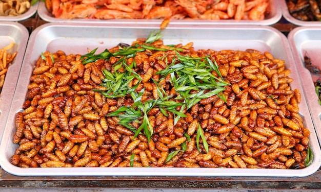 Fried silk worm