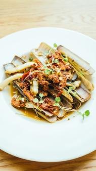 Fried spicy razor clams