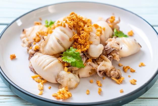 イカフライまたはタコとニンニクの炒め物