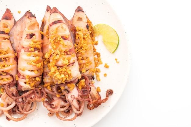 Жареные кальмары с чесноком