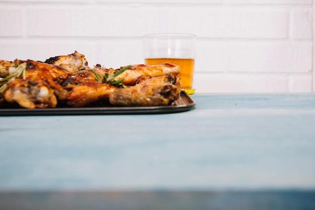 Жареные крылья и пиво