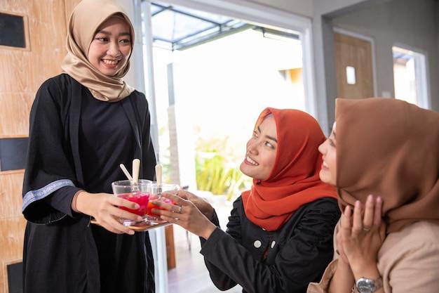 Друг перерыв поститься вместе в рамадане