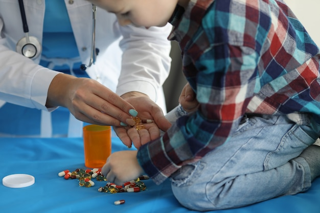 Friendly atmosphere between kid and pediatrician