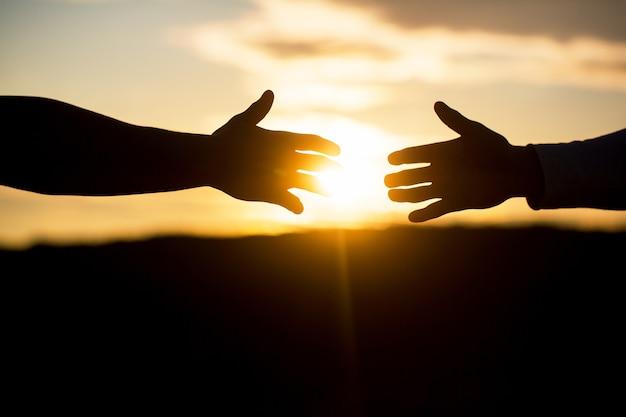 フレンドリーな握手、友達の挨拶、チームワーク、友情。