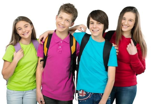 Дружелюбные школьники с концепцией рюкзаков - изолированные на белом