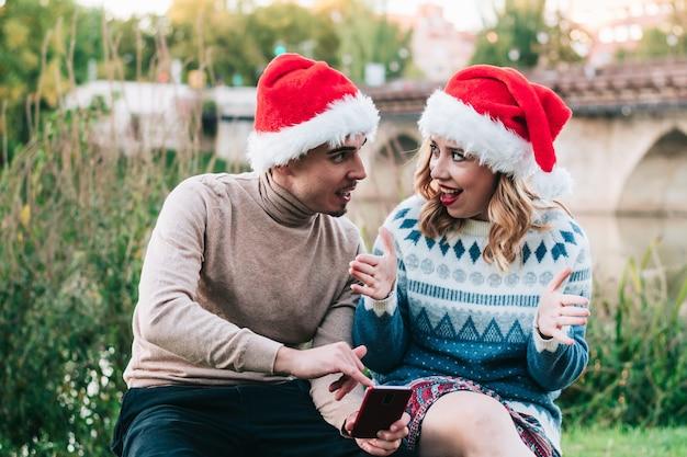 크리스마스에 친구, 크리스마스에 전화 내용을 읽고 놀란 여자
