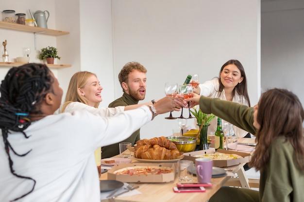 Друзья дома тостов