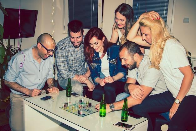 Друзья, настольные игры и вечеринки