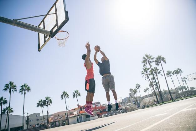 농구하는 친구