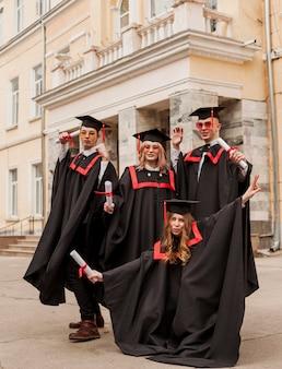 Друзья фотографировать на выпускной