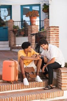 Amici in viaggio e alla scoperta di posti nuovi