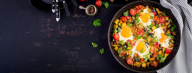 Friied eggs with vegetables