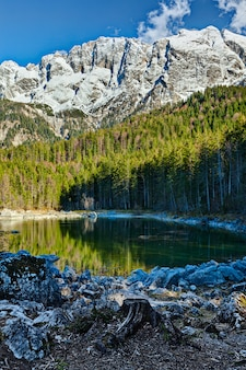 Озеро фриллензее и цугшпитце - самая высокая гора в германии