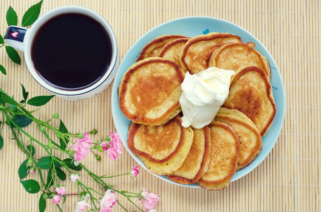 Fritters with coffee and sour cream.